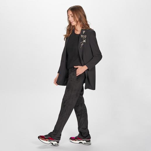 Pinko Oversize-Blazer Der schwarze Blazer in seiner wohl modischsten und vielseitigsten Form: mit abnehmbaren Schmuckbroschen.