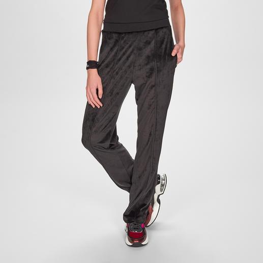 Pinko Sports Couture-Samthose Die glamouröse unter den Sports Couture-Pants: schwarzer Samt, permanente Bügelfalte, funkelnder Glamour-Patch.