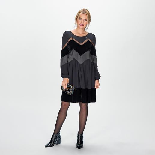 TWINSET Materialmix-Kleid Twinsets Trend-Kleid vereint drei angesagte Materialien: Satin, Samt und Spitze. Und ist unglaublich vielseitig.
