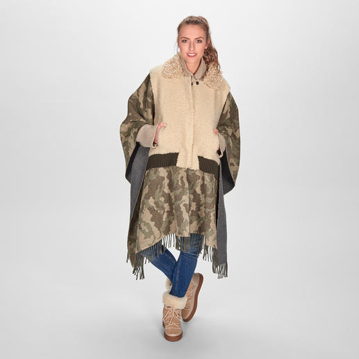 TWINSET Camouflage-Teddy-Poncho Perfekte Trend-Symbiose: Poncho, Camouflage-Muster, Teddy-Blouson und Fransen. Von TWINSET.