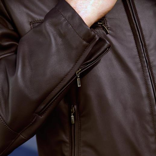 800 Gramm Rentier-Lederjacke Nur 800 Gramm: Seltenes Rentier-Kalbnappa – seidenweich und doch erstaunlich robust.