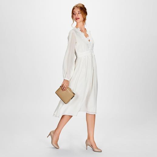 SLY010 Flower lace-Dress Trendfarbe Offwhite in ihrer femininsten und edelsten Version: das Spitzenkleid aus feiner Stretchseide.