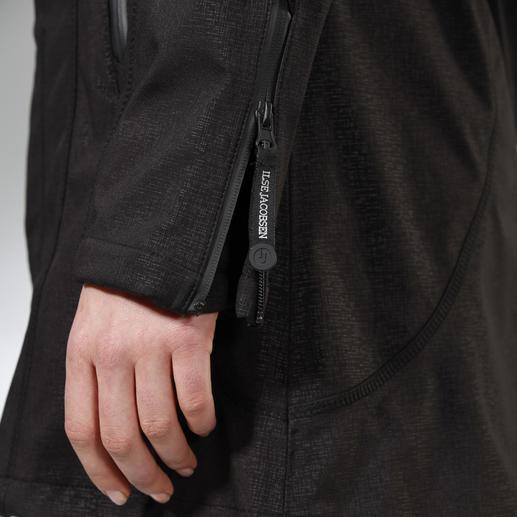 Mit den Reißverschluss-Zippern an den Ärmelbündchen regulieren Sie nach Bedarf die Weite.