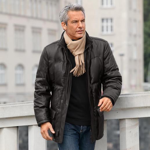 Die zeitlos schöne Winter-Lederjacke – eine Anschaffung fürs Leben. Butterweiches Rentier-Kalbnappa außen. Warme Daunen-Füllung innen.