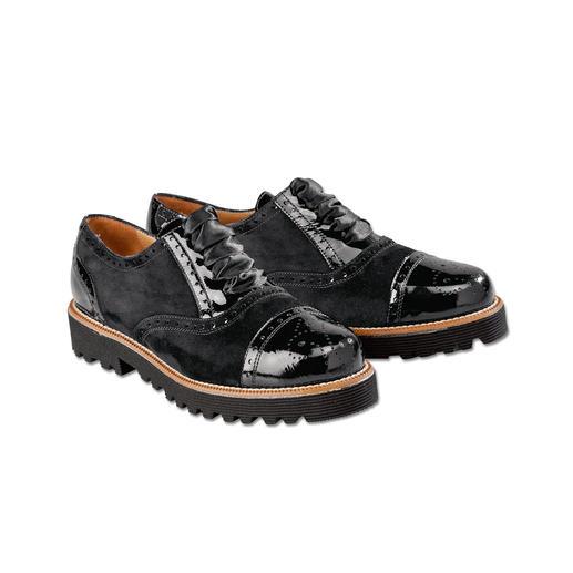 Casanova Casual- Brogue Bequem wie Sneakers. Dabei elegant genug zum schwarzen Hosenanzug. Von Casanova, Italien – seit 1949.