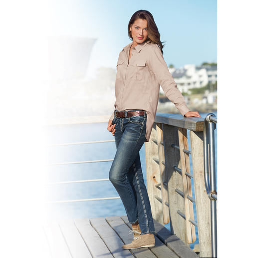 Aigle Fashion-Funktionsbluse So modisch lässig kann eine funktionelle Outdoor-Bluse sein. Aus Dry-fast®-Gewebe mit UV-Schutz. Von Aigle.