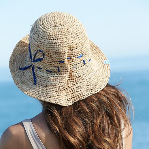 Sitzt stets optimal: Durch die seitlich geknöpfte Falte ist Ihr Hut 2-fach weitenverstellbar.