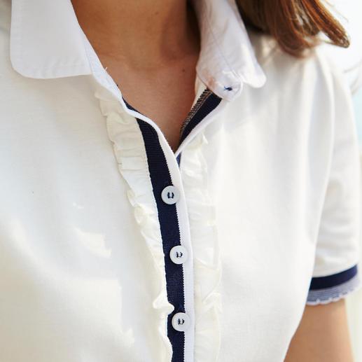 Elastischer Jersey hält die Rüschen in Form, das Ripsband die Knopfleiste und die Ärmelbündchen. Der konfektionierte Bubikragen ist aus feinem Canvas gefertigt.