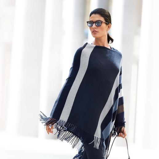"Minnie Rose Kaschmir-Poncho ""Blue Stripes"" Lohnende Fashion-Investition: Der Kaschmir-Poncho von Minnie Rose, New York. Aktuelles Mode-Highlight mit Potential zum Klassiker."