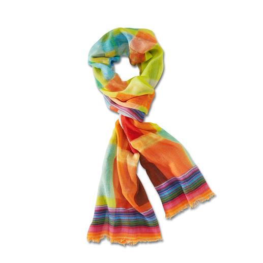 Nicht zu dünn. Nicht zu warm. Und farblich immer richtig. Nicht zu dünn. Nicht zu warm. Und farblich immer richtig. Der vielfarbige Ganzjahres-Schal aus Wolle mit Seide.