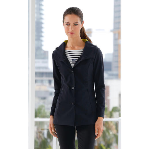 "Damen-Funktionsjacke Holistic Technology Ultraleicht. Voll funktionell. Selten elegant. Die innovative ""Holistic Technology""-Jacke."