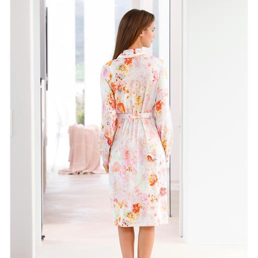 Charmor Morgenmantel Blütenpracht Selten stilvoll. Und doch außergewöhnlich unkompliziert. Aus weichem Baumwoll-Modal-Wohlfühlstoff.