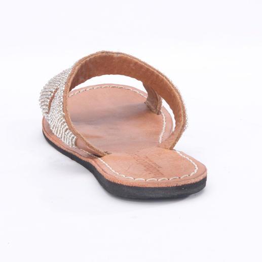 laidbacklondon Silberperlen-Flats Traditionelles afrikanisches Kunsthandwerk: die handgemachten Perlen-Sandalen von laidbacklondon.