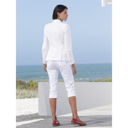Waschbarer weißer Blazer Dieser weiße Blazer begleitet Sie überallhin. Nur nicht in die Reinigung. Einfach waschen, trocknen, tragen.