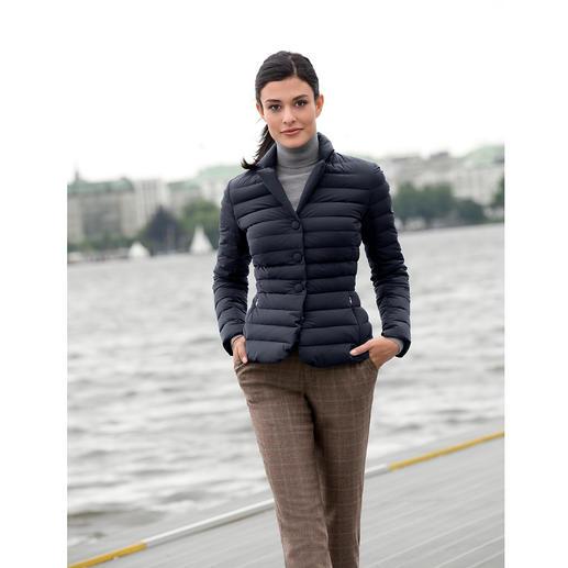add Leichtdaunen-Blazer - Selten feminin, selten elegant. Taillierte Form. Klassische Farbe. Softes, mattes Material.