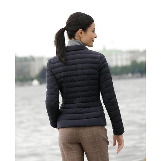 add Leichtdaunen-Blazer Selten feminin, selten elegant. Taillierte Form. Klassische Farbe. Softes, mattes Material.