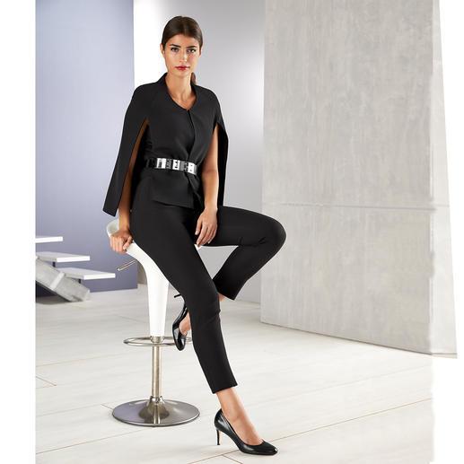 Safiyaa Anzug oder Metallgürtel Der spektakuläre Cape-Suit von Safiyaa hat Red Carpet-Potential.