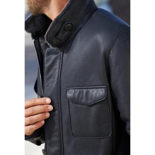 Lammfell-Fieldjacket Luxuriöses Merino-Lammfell. Angenehm leicht und wärmend.Vom Lederspezialisten HiSo von Hand in zeitgemäßen Blau gefertigt.