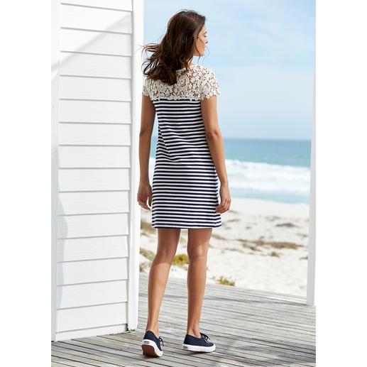 Liu Jo Spitzen-Shirtkleid maritim Sportlich. Schlicht. Aber viel eleganter (und femininer) als die meisten Maritim-Looks.