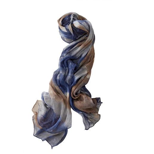 Reine Seide. Aufwändig von Hand gefärbt. Jeder Schal ein kostbares Unikat. Viel schöner, viel luftiger als die übliche Massenware aus Kunstfasern. Von Ancini/Italien.
