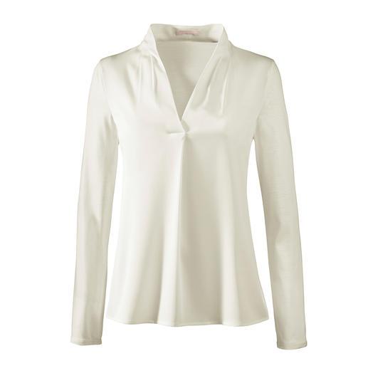 Elegant wie eine Bluse. Bequem wie ein Shirt. Elegant wie eine Bluse. Bequem wie ein Shirt. Raffinierter Mix aus Jersey und Satin. Von Strenesse.