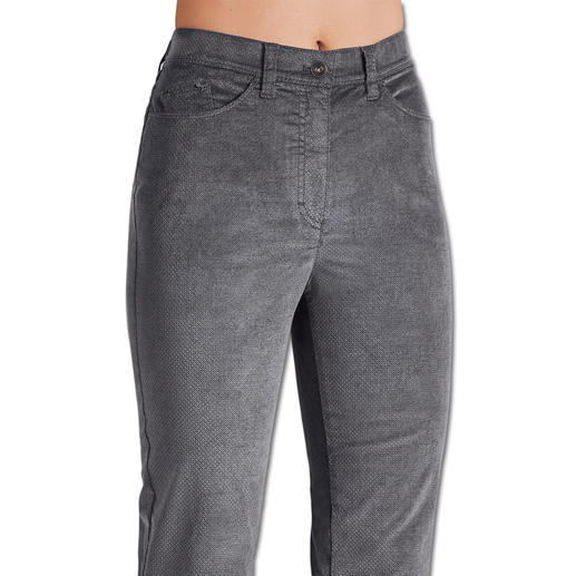 RAPHAELA-BY-BRAX Zauberbund-Samthose Ihre wohl bequemste Five-Pocket-Hose: Nicht sichtbare Bundweiten-Reserve plus Power-Stretch-Effekt. Aus weichem Samt.