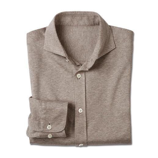 Korrekt wie ein Hemd. Doch bequem wie ein T-Shirt. Korrekt wie ein Hemd. Doch bequem wie ein T-Shirt. Weicher Baumwoll-Jersey, gewebt von Tessilmaglia/Italien.