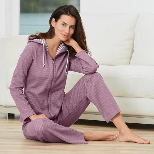 Doubleface-Homesuit Spart Platz im Koffer und sorgt für mehr Abwechslung – der Homesuit mit Wende-Jacke. Aus weichem Jersey.
