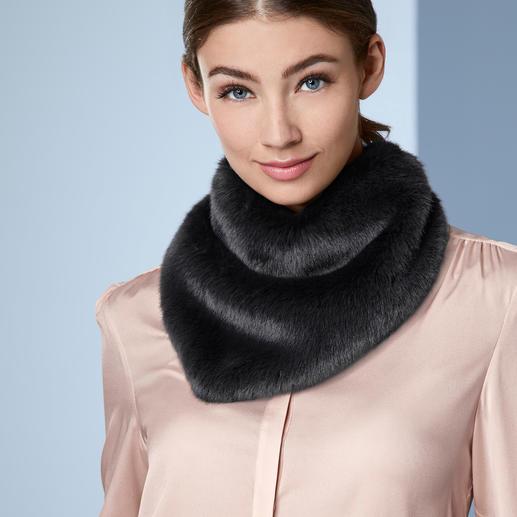 UNECHTA Fake-Fur-Dreieckschal Der Dreieckschal aus Webpelz de Luxe trifft gleich zwei Modetrends.