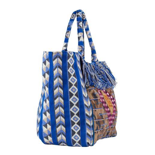 Boho-Sommertasche Beach Bag, Shopper und Statement-Tasche in einem. Und gleich mehrfach trendy: Boho-Style. Blau. Fransen. Eckige Form.