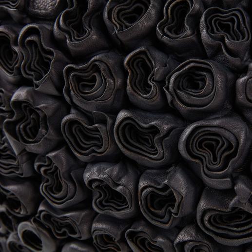 Desiderius Flower-Ledertasche Die lässige Ledertasche mit dezenten Rosen-Applikationen: Üppig dekoriert. Und doch nicht zu opulent.