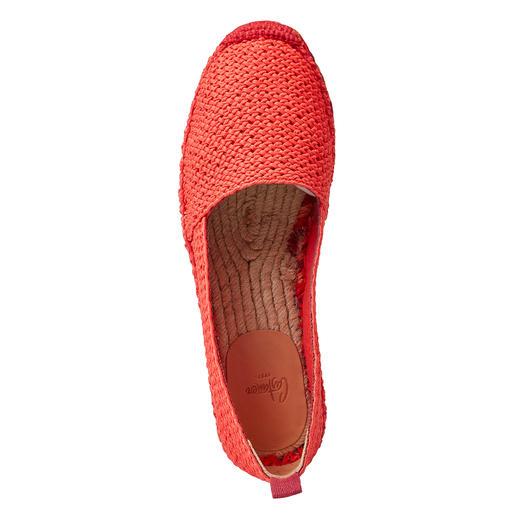 Castañer Flat-Espadrilles Perfekt zu sportiven und eleganten Outfits: die luftigen Flat-Espadrilles mit mehrfarbiger Jutesohle.