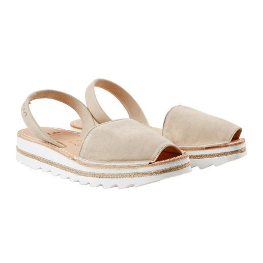 Die traditionelle Menorca-Sandale: Handgefertigt. Und in den heißesten Sommern bewährt. Die traditionelle Menorca-Sandale: Handgefertigt. Und in den heißesten Sommern bewährt.