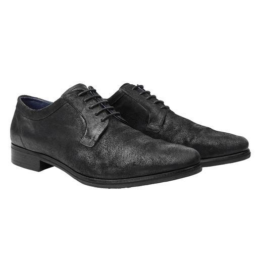 Schicker als ein Sneaker. Lässiger als ein Business-Schuh. Der Velours-Derby im Broken-Look. Schicker als ein Sneaker. Lässiger als ein Business-Schuh. Der Velours-Derby im Broken-Look.
