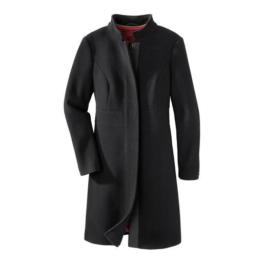 Black-Basic-Coat - Der perfekte schwarze Basic-Mantel für 24 Stunden am Tag. Zeitlos eleganter Schnitt. Edler aber strapazierfähiger Stoff.