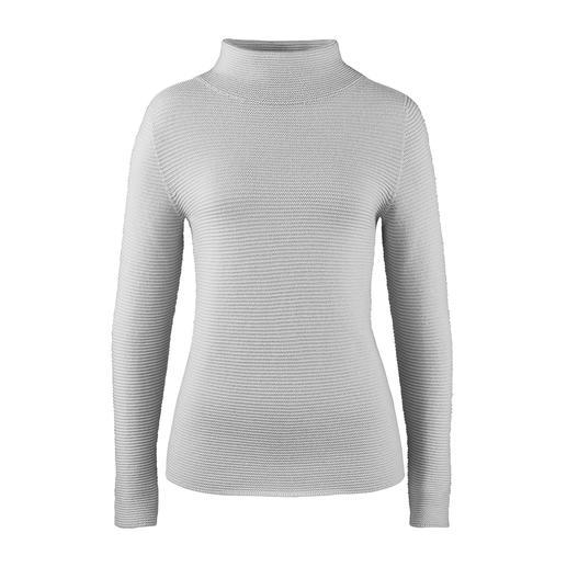 Turtleneck-Ripp-Pullover Aktueller Rippenstrick – aber außergewöhnlich fein und feminin. Der Pullover mit aktuellem Turtleneck-Kragen.