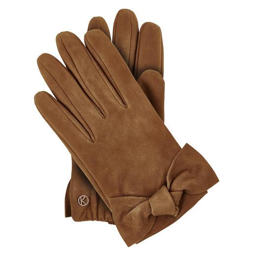 Für einen Lederhandschuh außergewöhnlich feminin. Für die Qualität erfreulich günstig. Für einen Lederhandschuh außergewöhnlich feminin. Für feinstes Ziegenveloursleder erfreulich günstig.