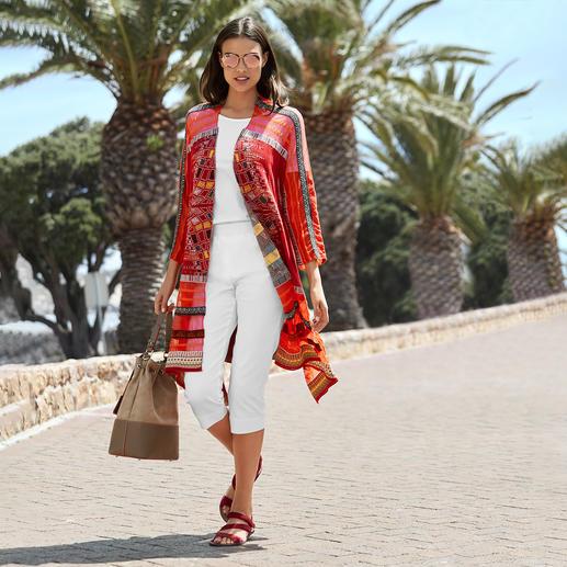 Die außergewöhnlich vielfarbige Jacquard-Strickjacke in modischer Kimono-Form. Eine Rarität aus Serbien. Von IVKO.