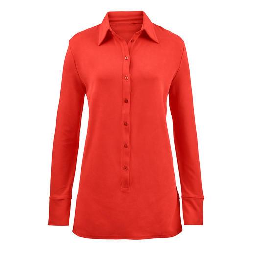 Die Long-Bluse aus seltenem Tencel™-Jersey. Bequem wie ein Shirt. Elegant wie eine Bluse. Nobler Glanz. Fließender Fall. Brillante Farbe. Beständige Form.
