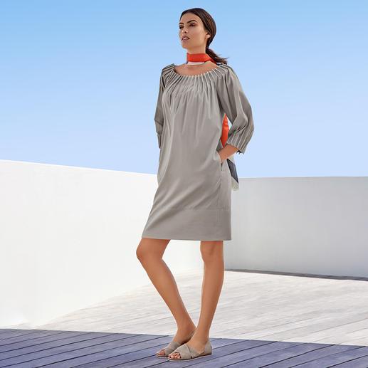 Weder langweilig noch überladen: das Baumwoll-Popeline-Kleid von The Pure Barbara Schwarzer ist modisch perfekt. Modisch perfekt: Aktuelle Form. Trendgerechte Details. Richtige Farbe.