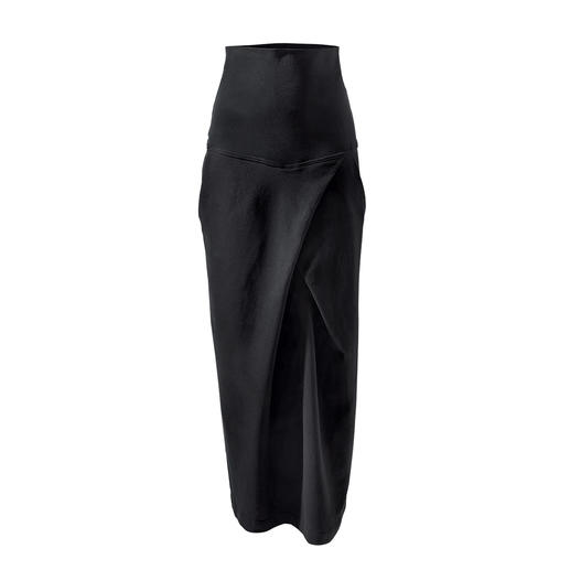Alltagstaugliches Jersey-Ensemble oder edle Loungewear? Beides! Edles Schwarz. Weicher Jersey. Cleaner, lässiger Schnitt. Von[schi]ess.