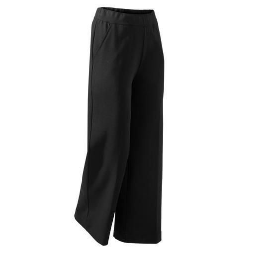 Die perfekte schwarze Hose für jeden Tag und alle Anlässe. Modisch weites Bein. Bequemer Stretch-Bund. Edler Punto Milano-Jersey.