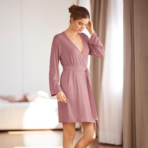 Die bequemste Loungewear, die wir kennen. Schwer zu finden: Pyjama und Kimono aus weich fließender Bambus-Viskose.