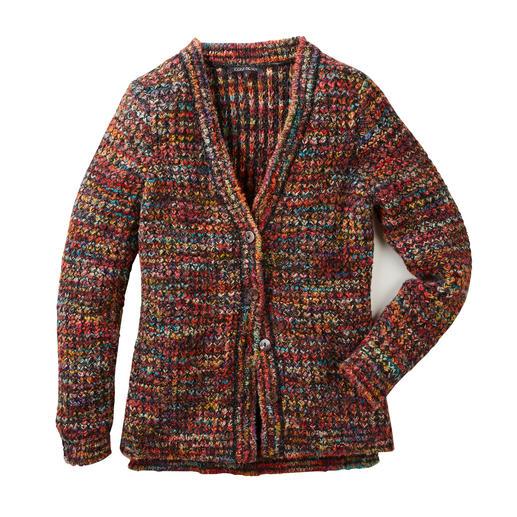 Von Hand gefärbt, von Hand gestrickt: der Multicolor-Cardigan. der einfach zu allem passt. Der von Hand gefärbte, von Hand gestrickte Multicolor-Cardigan.