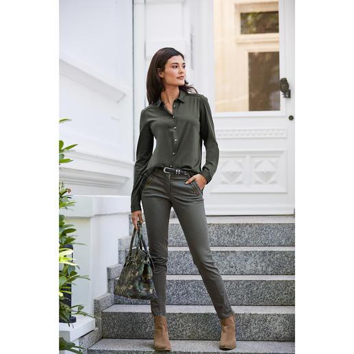 Die Jersey-Hemdbluse mit plissiertem Rücken: femininer und eleganter als die meisten. Von Deutschlands Blusenspezialist van Laack.
