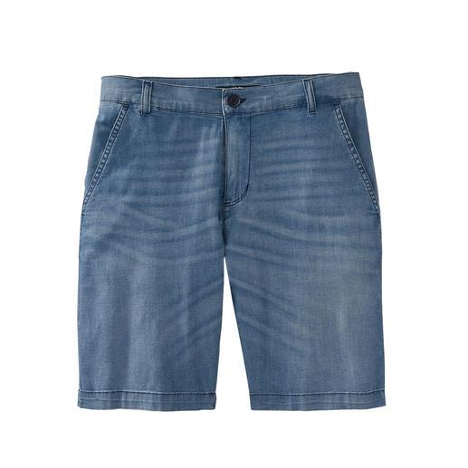 Die Jeans-Bermudas aus sommerlichem, luftig-leichtem 7 oz. Light-Denim. Stilvoller Chino-Schnitt. Softer Fade-out-Effekt. Von Karl Lagerfeld.