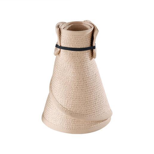 Der Sonnenschutz lässt sich handlich klein zusammenrollen und mit dem innenseitig angebrachten Gummi fixieren.