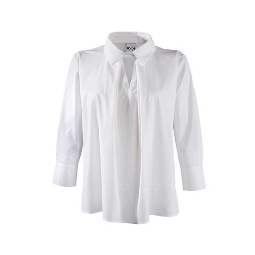 Die klassisch weiße Basic-Bluse mit topmodischem Facelift. Alles andere als langweilig. Vom Münchner Newcomer-Label aybi.