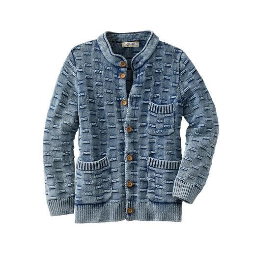 Die Strickjacke, die wirklich perfekt zu Ihrer Lieblings-Jeans passt. Stone-washed und authentisch Indigo-gefärbt. Von Piece of Blue/Dänemark, seit 1955.
