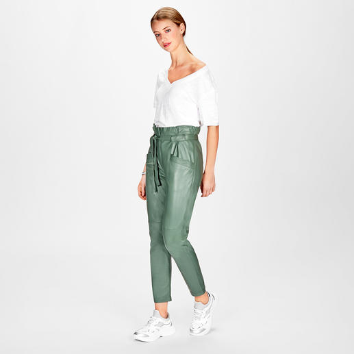 KUDÀ Loose-high-waist-Lederhose Geheimtipp für alle Fashion-Victims: die Loose-high-waist-Lederhose von KUDÀ.
